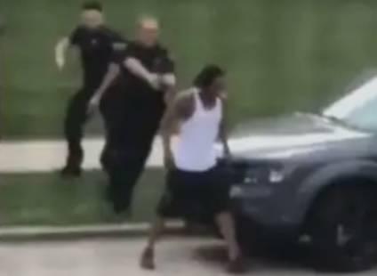 Uznemirujuće! Policajac sedam puta pucao u crnca koji se nije opirao, u autu su bila i djeca