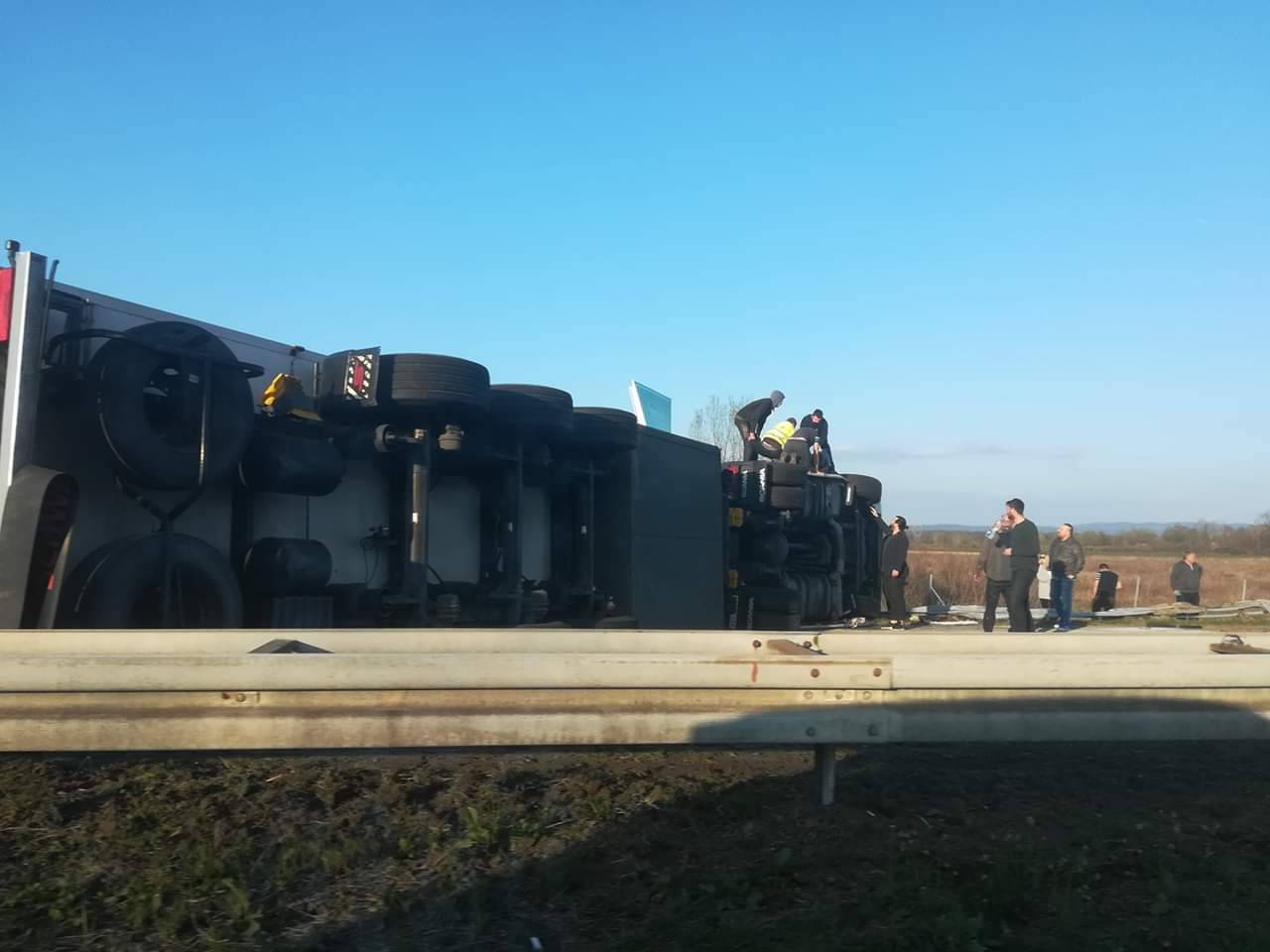 Prevrnuo se kamion na A3: U nesreći ozlijeđen jedan čovjek
