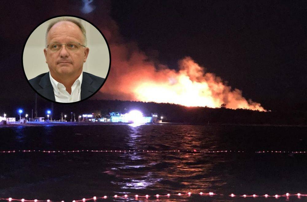 'Noć, puše bura, vatra bukti, a tisuće ljude treba evakuirati...'