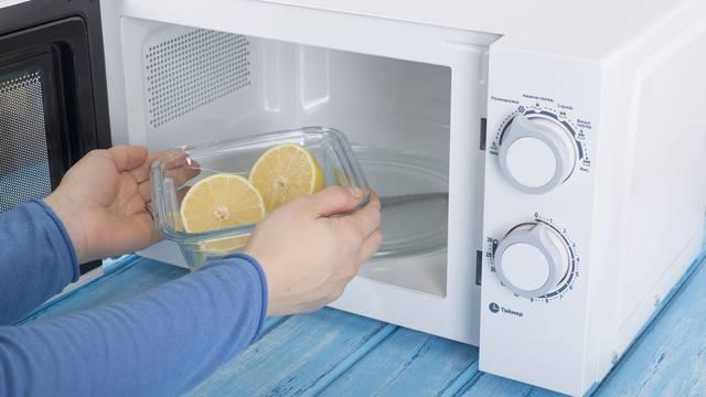Očistite mikrovalnu pećnicu uz pomoć limuna - vrlo brzo i lako