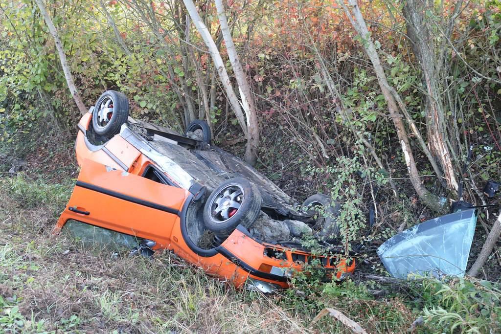 Autom izletjeli s ceste: Mladić zadobio teške ozljede glave