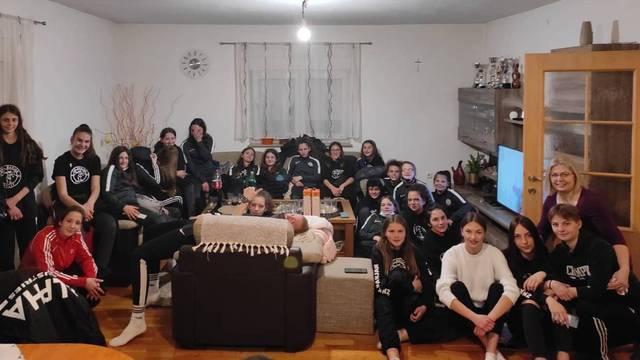 Spas od mećave nogometašice našle u kući: Kao na maturalcu, počastili smo 30 cura pršutom