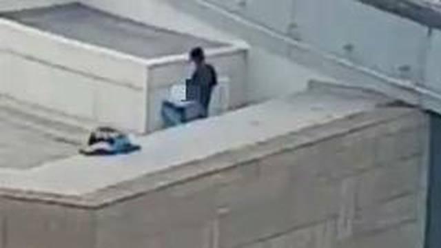 Otišli na krov zbog 'akcije', ali nisu bili svjesni da ih svi vide...