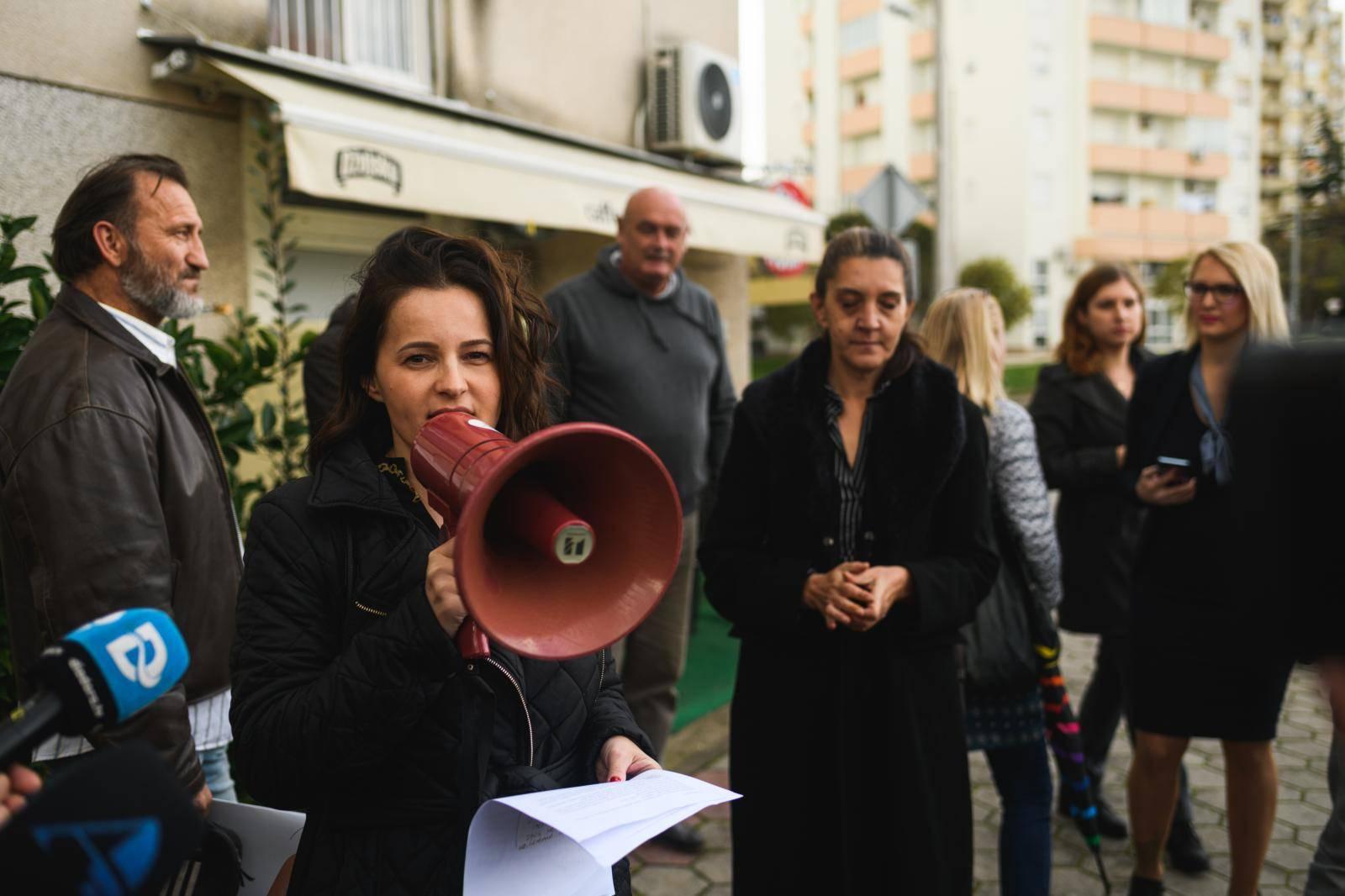 Zadar: Prosvjed pod nazivom Pravda za zadarskog policajca - umjesto odlikovanja, suspenzija