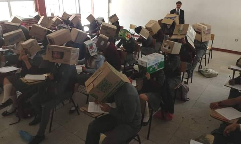 Studenti pisali test s kutijama na glavi, roditelji su poludjeli!