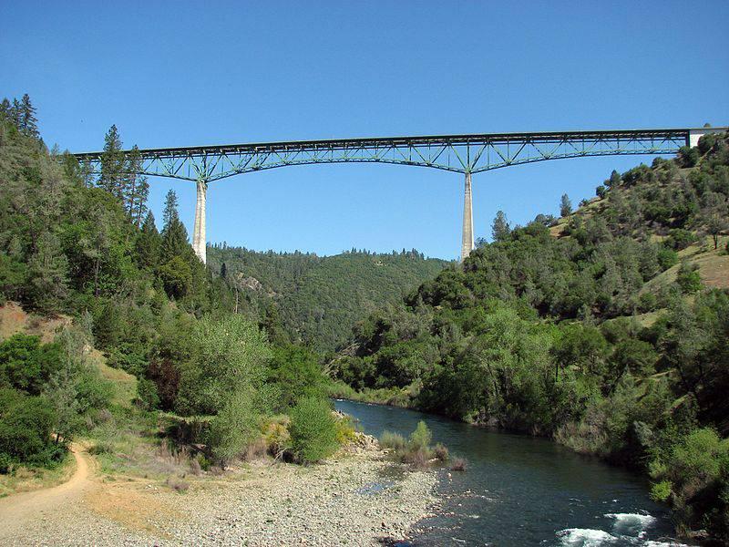Žena pala s najvišeg mosta u Kaliforniji i čudom preživjela