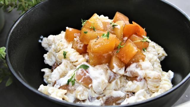 Čudesna tjestenina u 'kombi' s kikirikijem, ćuftama i jabukama