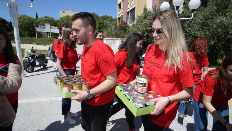 Nisu samo ludovali: Maturanti donirali hranu, bojili zidove...