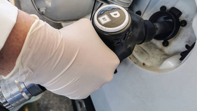 Opet raste cijena goriva: Od sutra će prosječni tank benzina biti i za više od 8 kuna skuplji