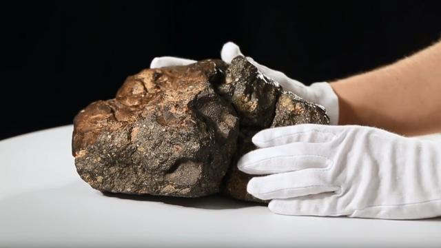 Pao je na Zemlju: Meteorit s Mjeseca prodali za 4 mil. kuna