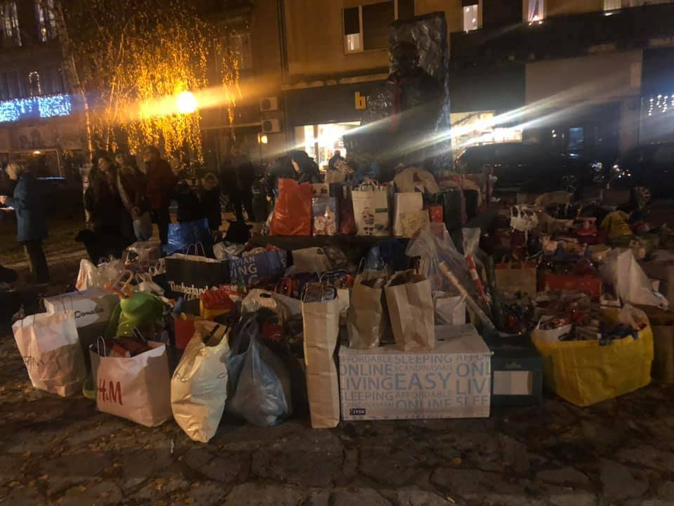 Mališanima u Glini ipak stižu darovi, prikupili ih dobri ljudi