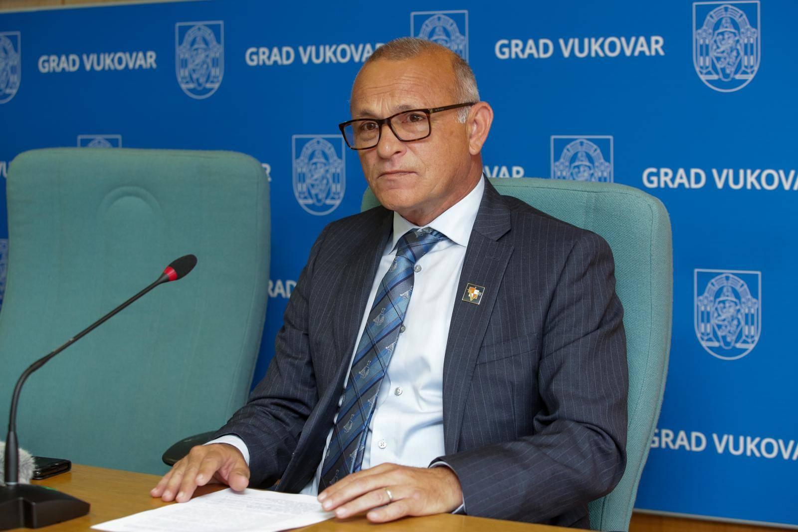 Vukovar: Konferencija za medije Ivana Penave na temu točnog  i objektivnog popisa stanovništva