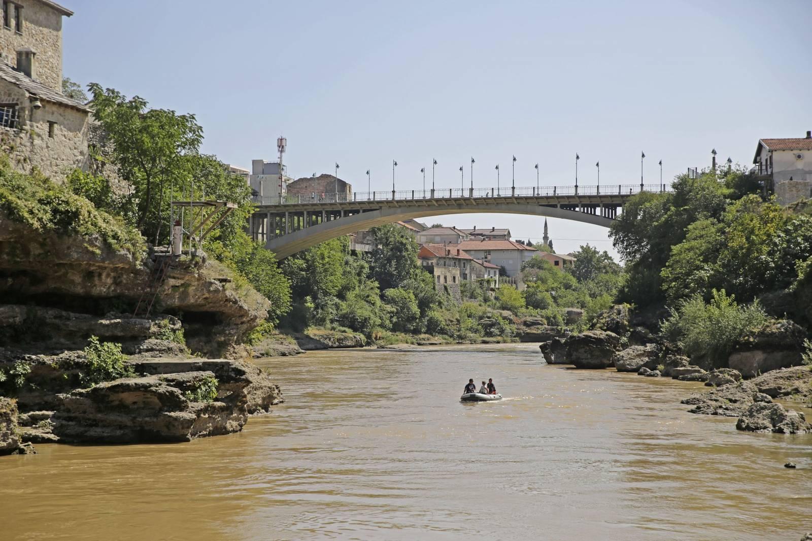 Mostar: Zbog milijunskh radova na HE Mostar, rijeka Neretva promijenila boju