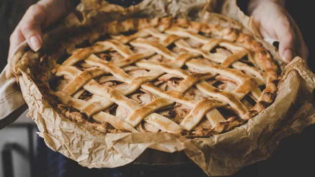Pita od jabuka, badema i cimeta
