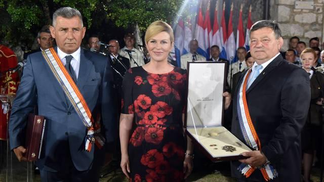 Knin: Predsjednica odlikovala generale Markača i Gotovinu