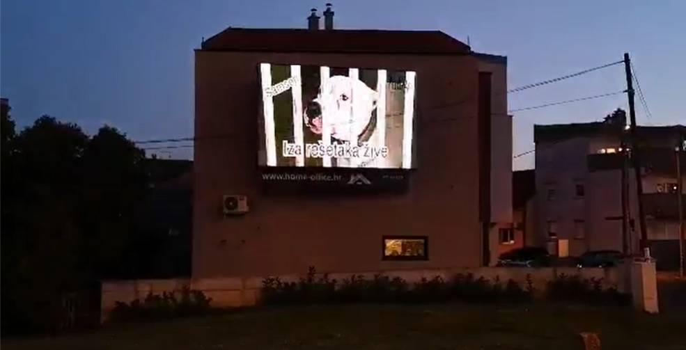 Na velikom ekranu u Zagrebu pokazuju pse kojima traže dom