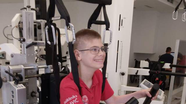 'Trči sa srcem za Mihin korak': Pomozite dječaku Mihaelu(12), potrebno mu je za terapije...