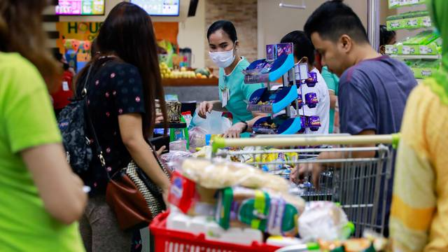 Daily life in Manila amid new coronavirus cases