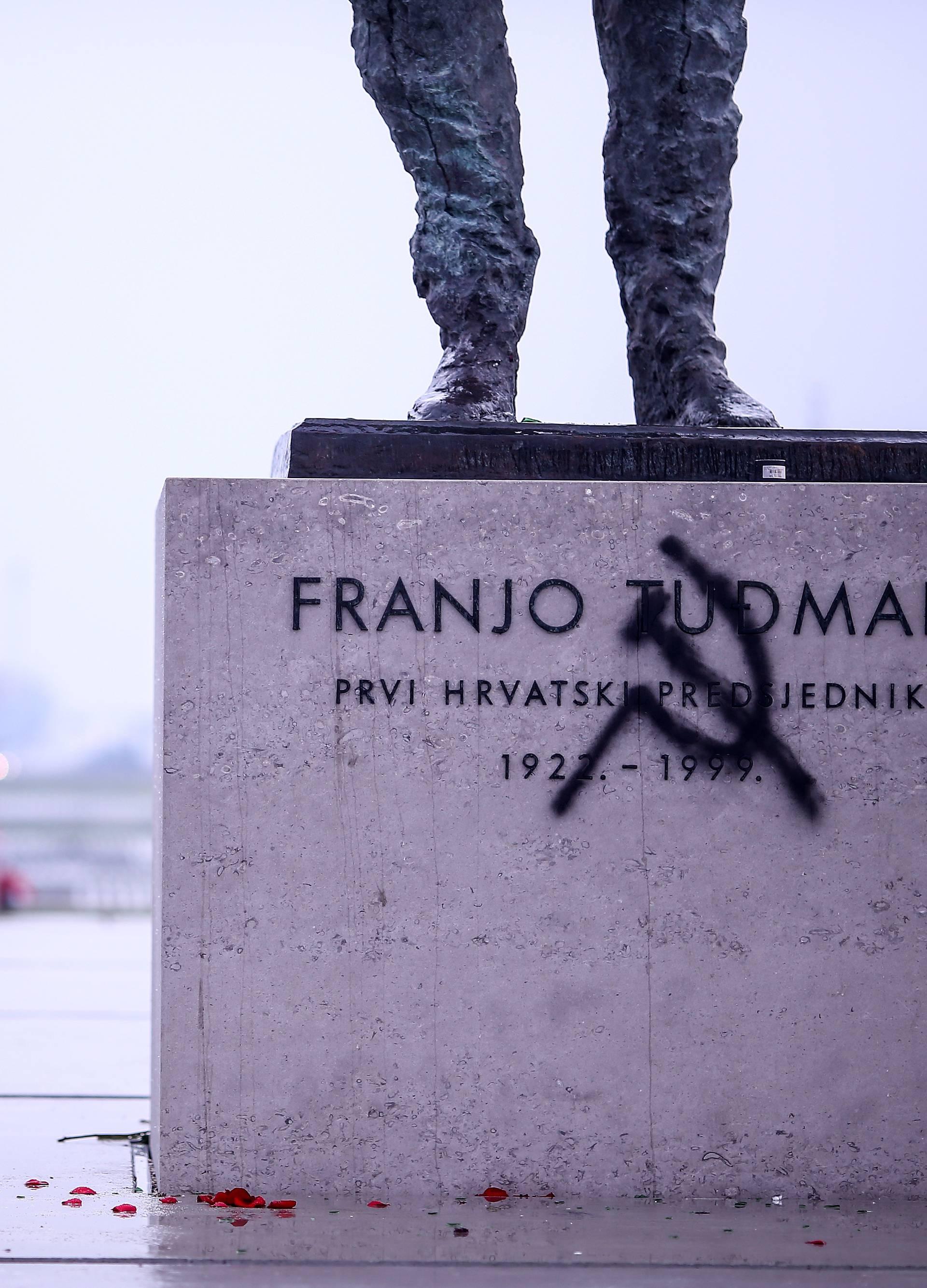 Unakazili novi spomenik Franji Tuđmanu: Nacrtali srp i čekić...