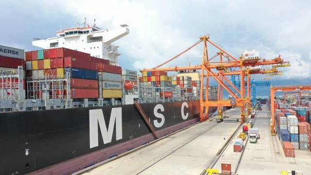Brodom iz Kine stiglo oko 214 tona naočala i zaštitnih odijela vrijednih 10,8 milijuna dolara