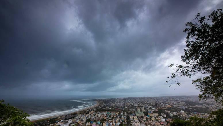 Ciklon u Indiji, vjetrovi od 200 km/h, evakuirali milijun ljudi