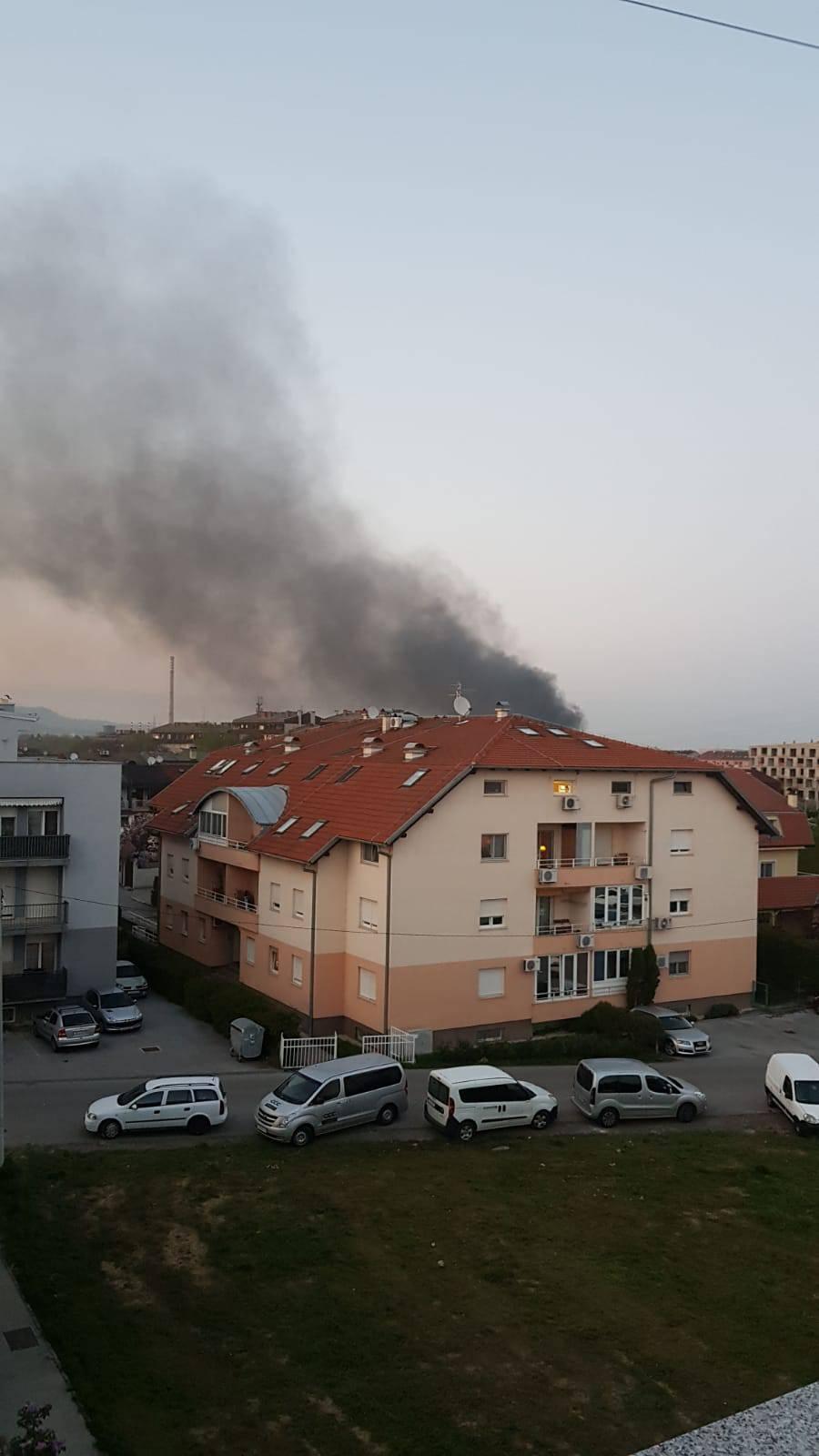 Požar u Novom Zagrebu: Gorio glomazni otpad kod Jakuševca