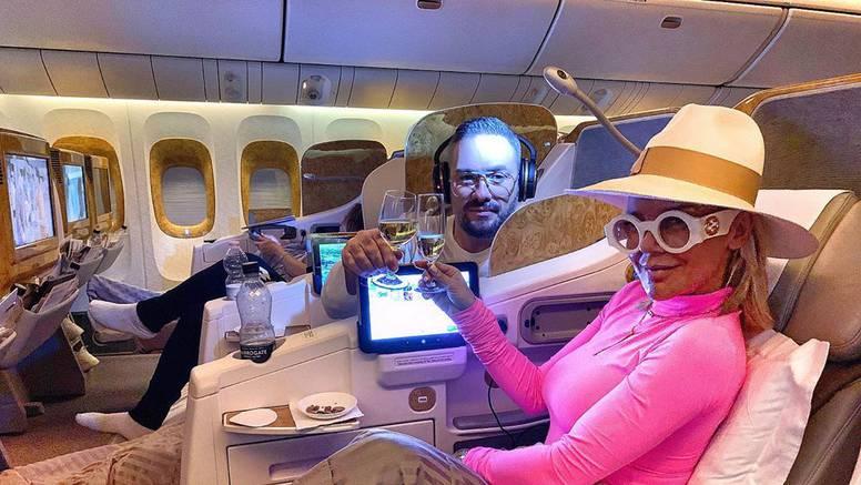Šuput na sebe nabacila sve što je našla u avionu: 'Majo, ti si?'