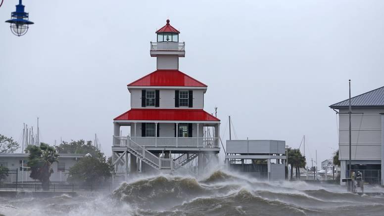 Uragan Ida poplavio Louisianu, javio se Biden: 'Nećemo izbjeći uništenje, situacija je opasna'