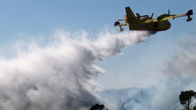 Kanaderi i Airtractori MORH-a otišli na dva nova požarišta