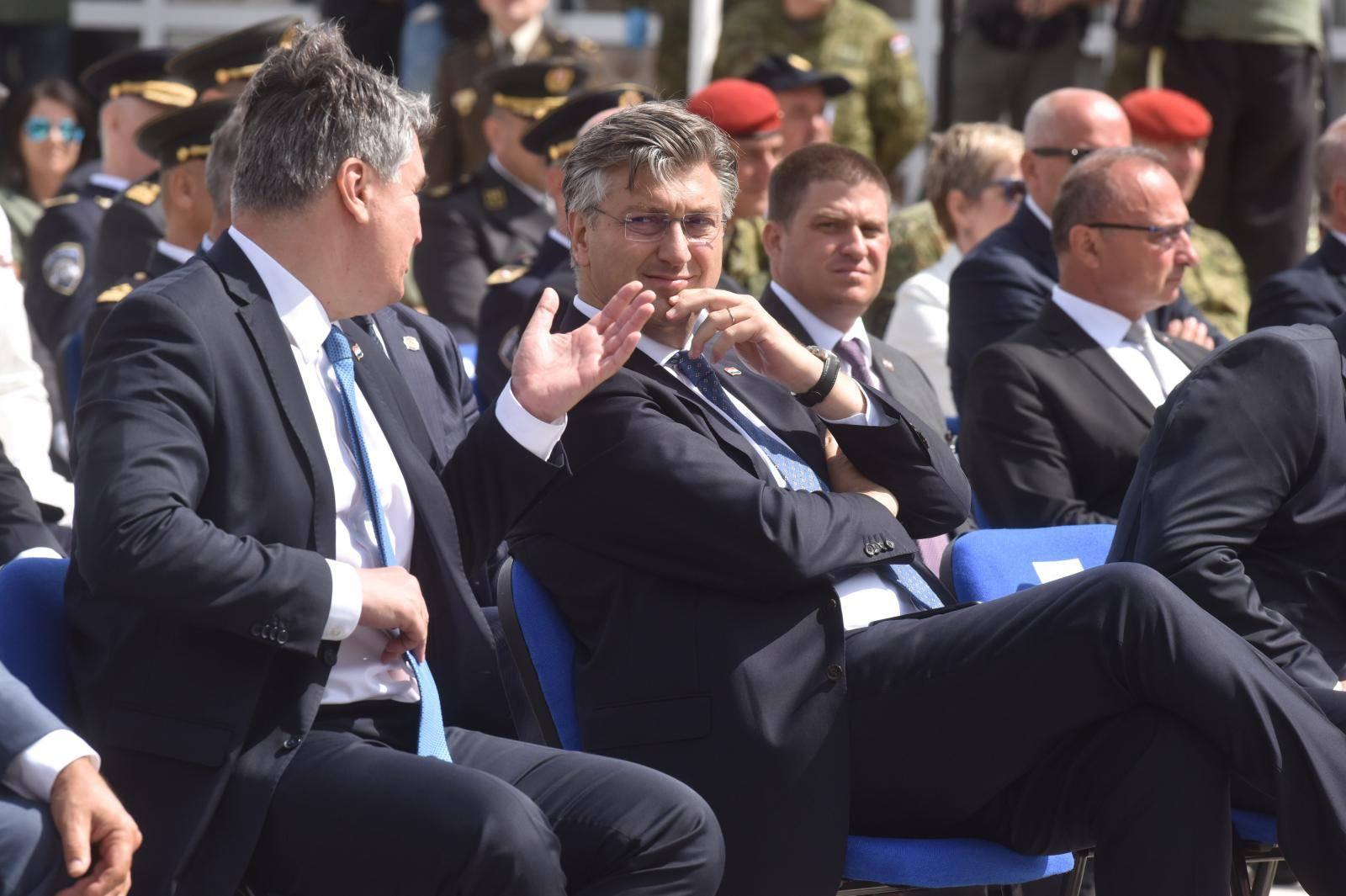 Knin: Iako su se Plenković i Milanović rukovali, predsjednik je odvratio pogled