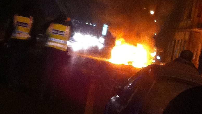 Planuo u vožnji: Muškarac na vrijeme izašao iz gorućeg auta