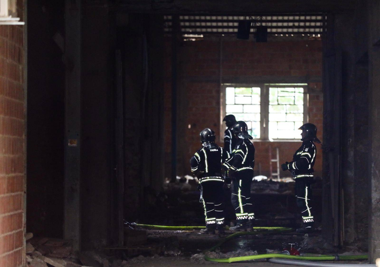 Zagreb: Planuo je krov stare ciglane, vatrogasci na terenu