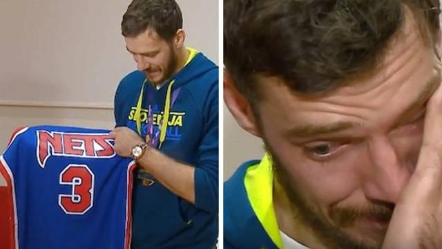 Biserka Petrović dala Dragiću Draženov dres, on se rasplakao