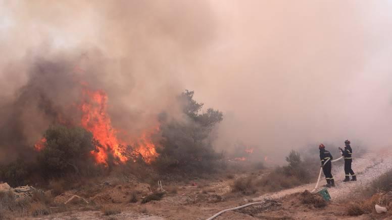 Pogledajte fotografije i snimke velikog požara kod Trogira: Oko 170 vatrogasaca je na terenu