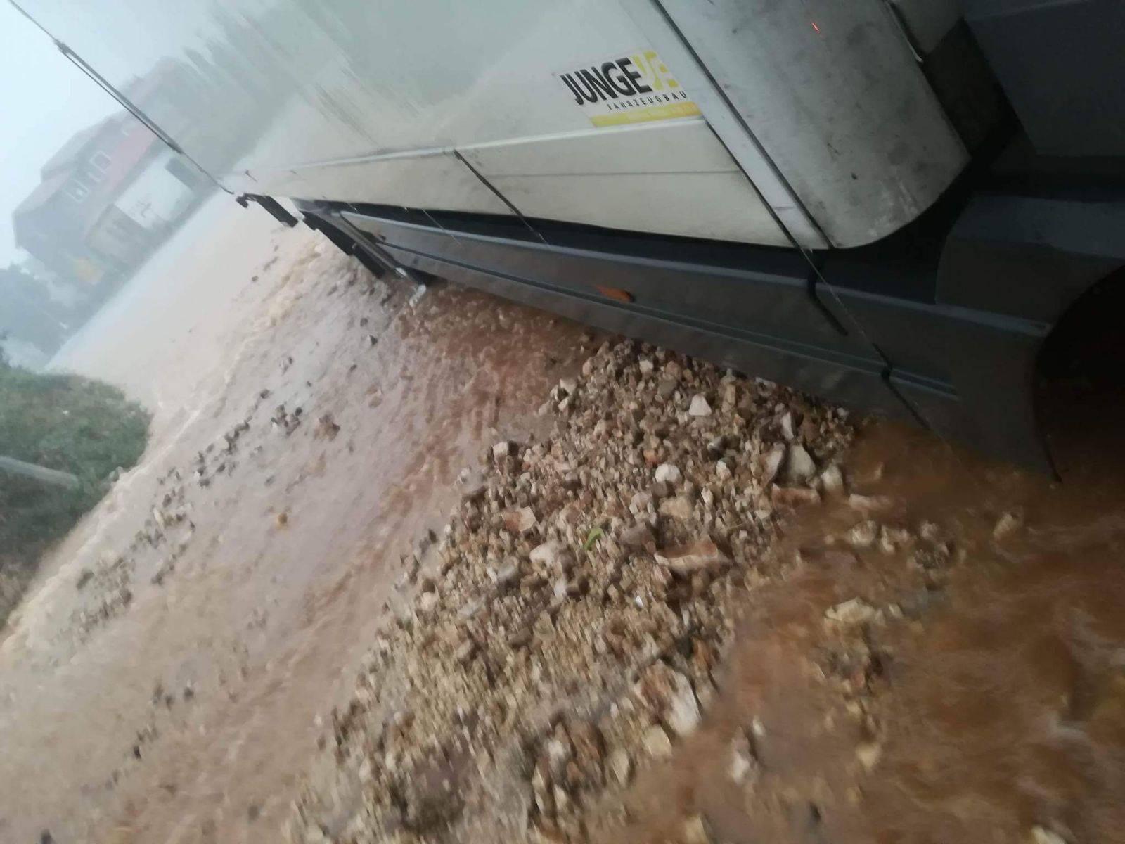 Spasili ženu u Ninu, evakuirani su radnici solane i Cromarisa