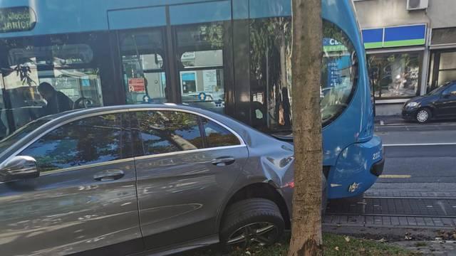 Gužva na Maksimirskoj zbog sudara tramvaja i automobila