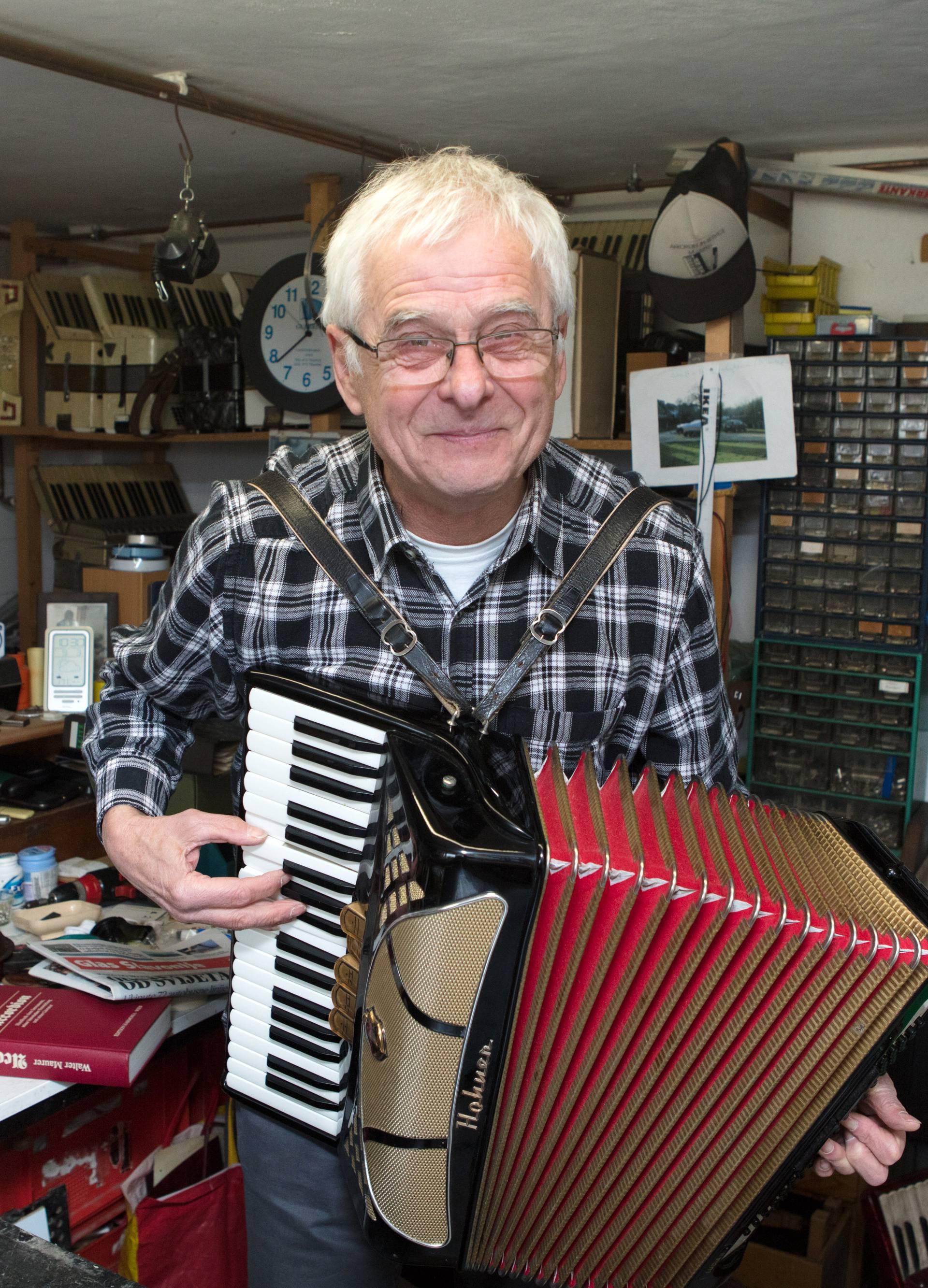 Instrument se vraća: Nema mi života bez mojih harmonika