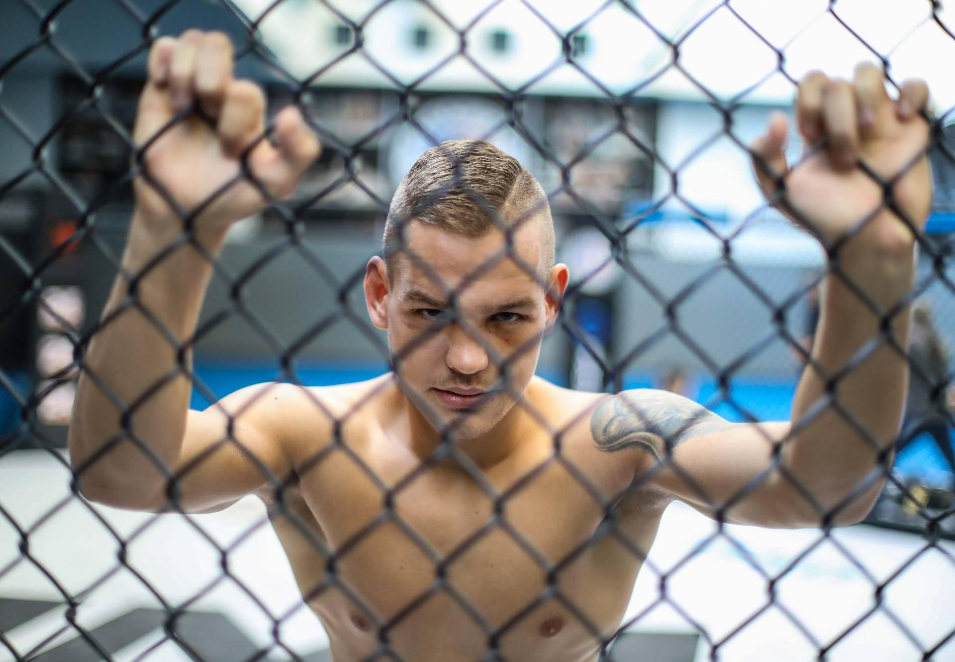 'Radio sam kao krovopokrivač, ostao sam sam sa 16 godina, a sad mi je cilj UFC-ov pojas...'