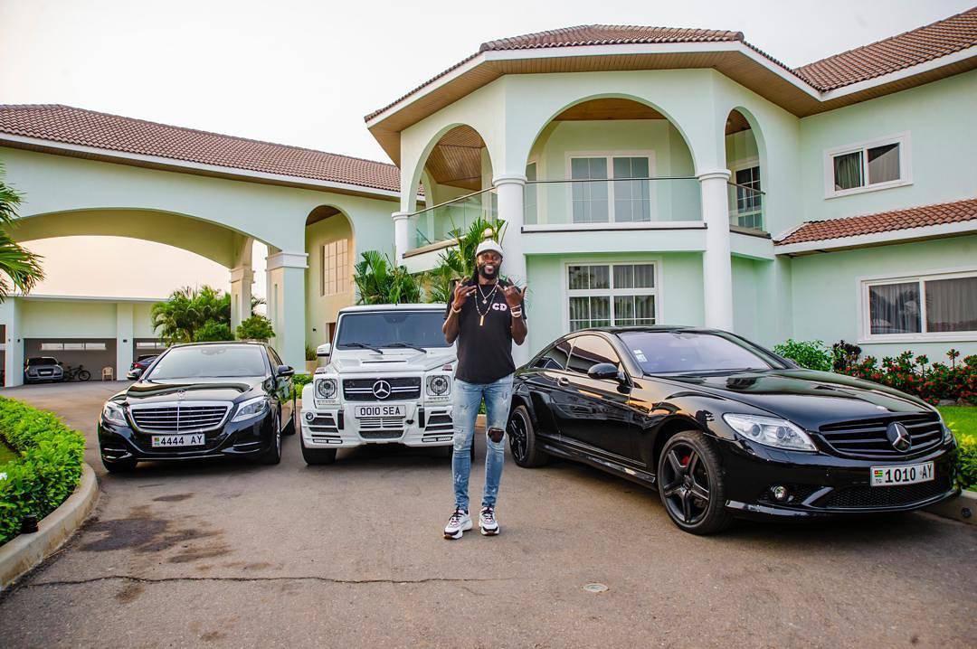 Adebayor ljuti javnost: Odbio pomoći pa se hvalio 'pilama'