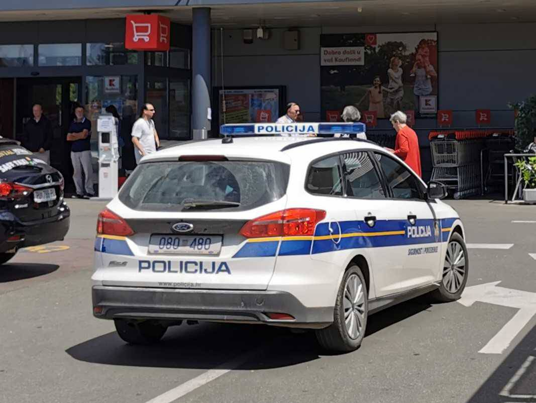 Uvalili ženi (63) krivotvorene novčanice od 500  eura, ona ih pokušala promijeniti u banci...