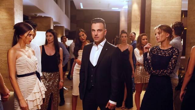 Atraktivne djevojke zavele su Ivana Zaka u pjesmi 'Laku noć'