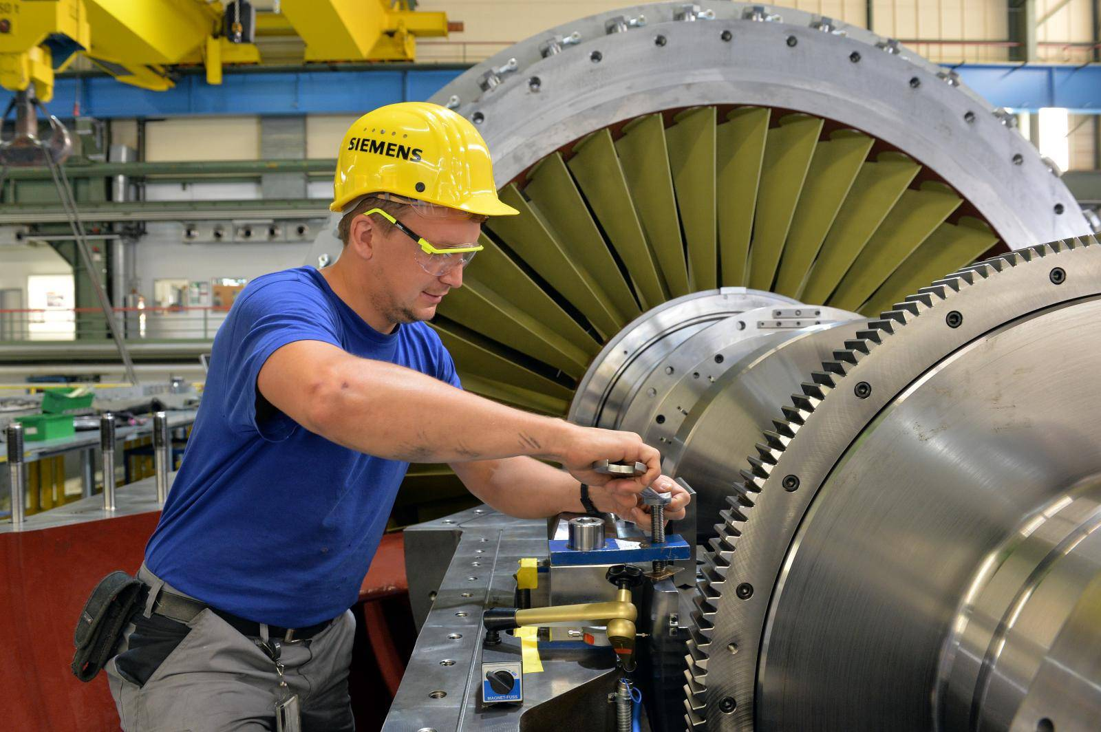 Industry production of gas turbines at Siemens