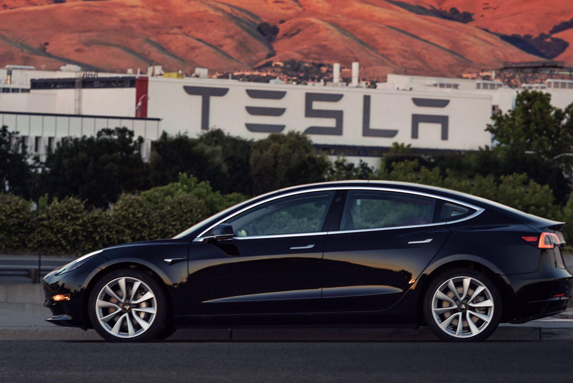 Tesla spremna za novi pohod: Prvi Model 3 ostaje kod Muska
