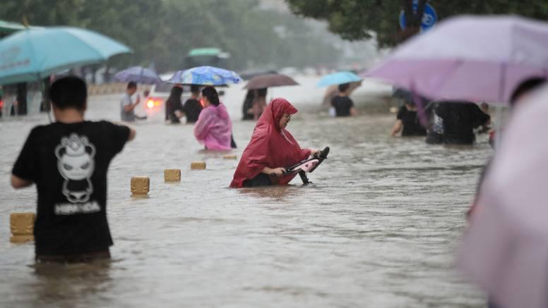 Poplave u Kini: Gradovi izdaju crvena upozorenja, evakuirano 6000 ljudi, poginulo ih 21