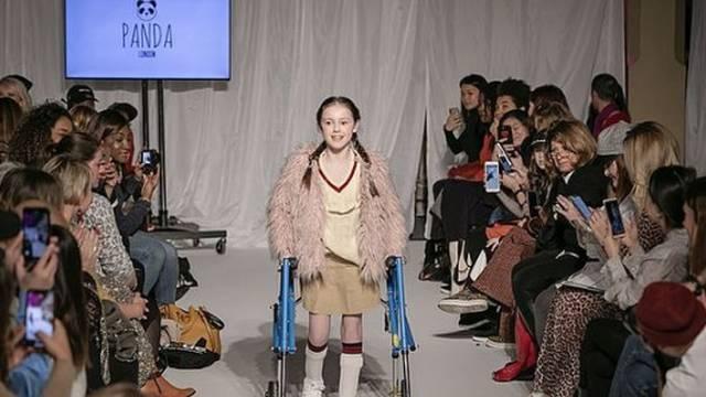 Lijepa Katie (11) osvaja modne piste, a ima cerebralnu paralizu