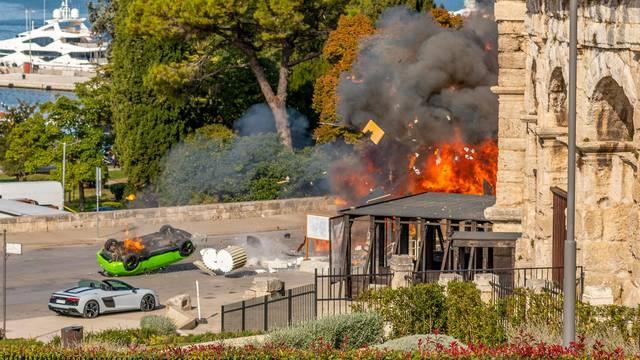 Pula: Eksplozija automobila ispred Arene, tijekom snimanja kriminalističke serije