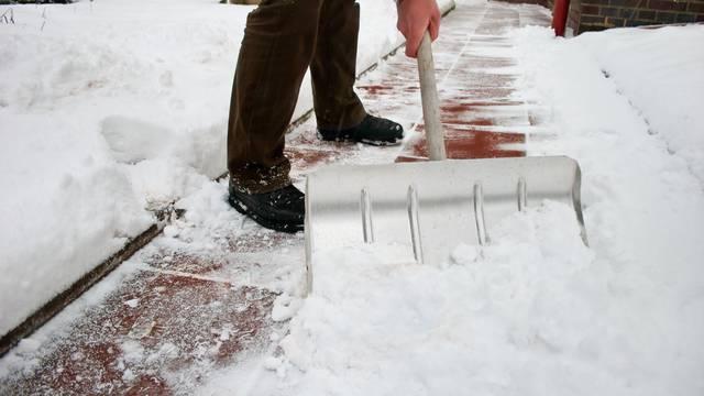 Super trik kako da se snijeg ne lijepi za lopatu i još par savjeta
