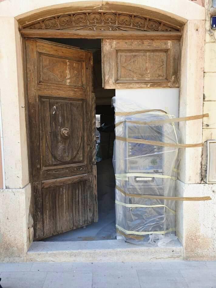 Prepilili dio kulturne baštine u Poreču i tamo stavili bankomat
