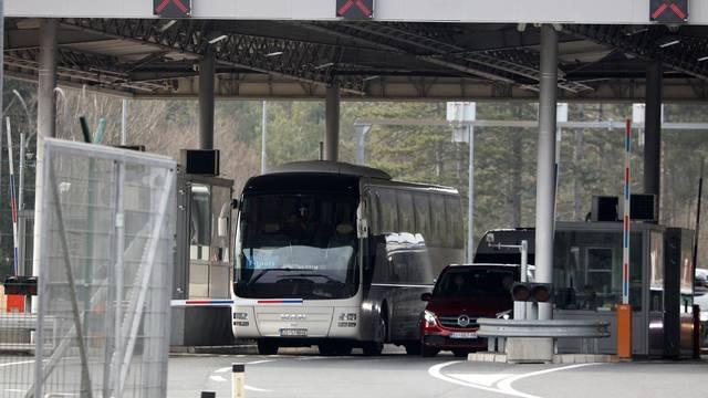 Pregledan autobus s učenicima iz Omiša, zdravi su i pušteni