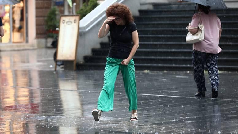 Jako nevrijeme u BiH: Vjetar čupao stabla, oštećene zgrade